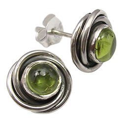 Rond groene peridoot oorsteker in geoxideerd sterlingzilver