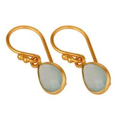 Druppelvormig blauwe oorbellen in verguld sterlingzilver