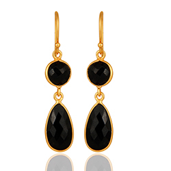 Druppelvormig zwart onyx oorbellen in verguld sterlingzilver