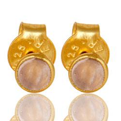 Klein roze caledoniet oorsteker in verguld sterlingzilver