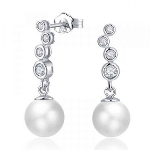 Witte parel oorbellen in zilver