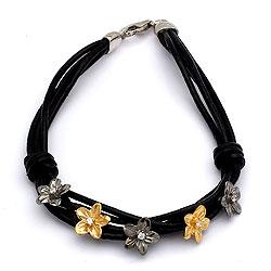 Zwart armband in leren met bloemen hanger in zilver en verguld zilver