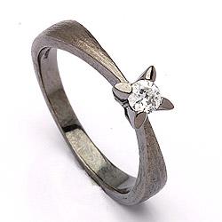 Mooi solitaire ring in zwart gerhodineerd zilver
